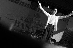 Zábava na štvrtom ročníku Cigánsky BašavelPozrite si, ako vyzeral štvrtý ročník festivalu Cigánsky Bašavel na hrade Červený kameň.