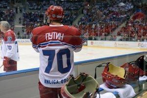 Vladimir Putin sa pripravuje na exhibičný hokejový zápas.