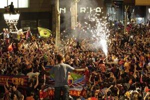 V Barcelone vypukli veľké oslavy, zišlo sa obrovské množstvo fanúšikov.