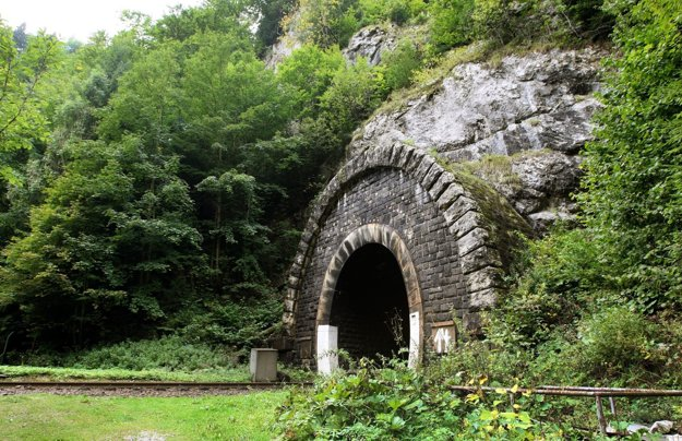 Portál tunela z harmaneckej strany dnes.