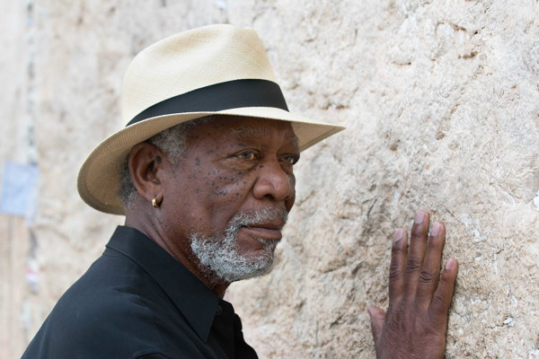 Americký herec Morgan Freeman. 17