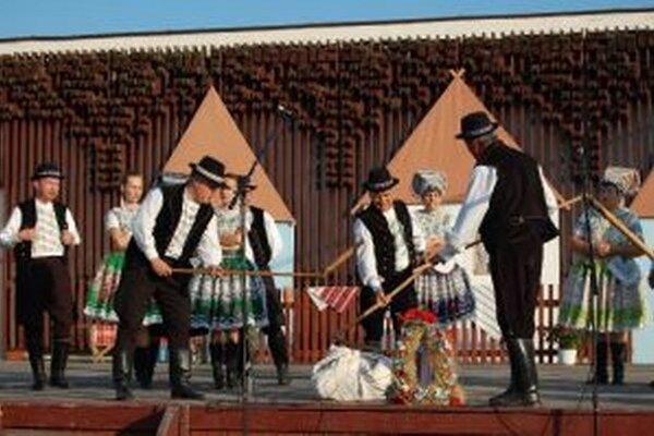 V programe sa predstaví folklórna skupina Dolina z Čajakova, ktorá odprezentuje zvyky a kultúru tejto časti regiónu.