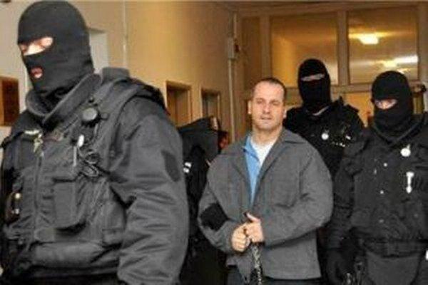 František Salinger je momentálne vo väzení. Chce sa však dostať na slobodu.