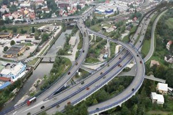 S výstavbou diaľničného úseku D3 Čadca Bukov – Svrčinovec chcú začať v budúcom roku.
