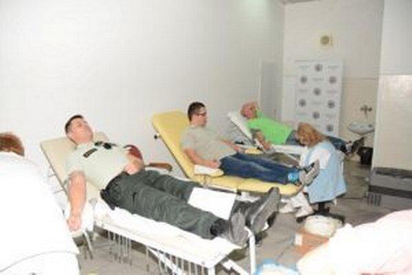 V stredu 11. novembra od ôsmej hodiny prebiehala na Krajskom riaditeľstve Policajného zboru v Žiline už po druhýkrát v tomto roku dobrovoľná akcia pod názvom Policajná kvapka krvi.