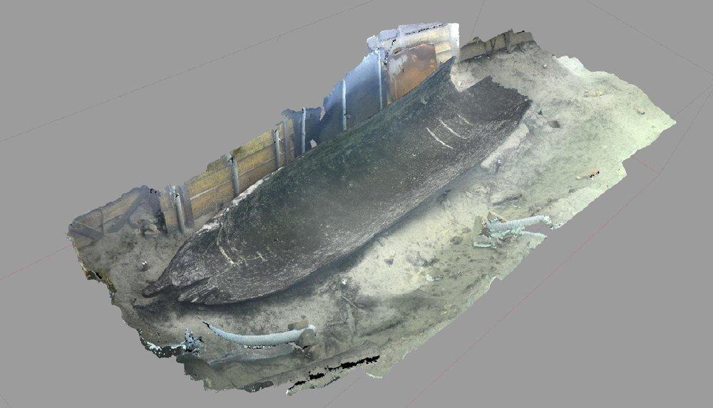 Na snímke vytvorenej 3D technikou modelovania je zobrazená najväčšia v jednom kuse zachovaná časť člna dlhá šesť metrov.