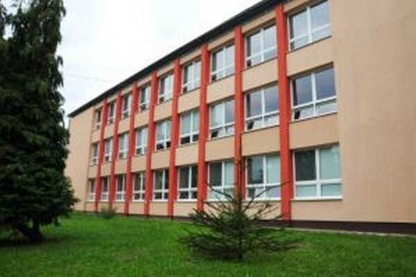 Škola potrebuje na výplaty zhruba 40-tisíc eur a vyplatenie faktúr okolo 10-tisíc eur.