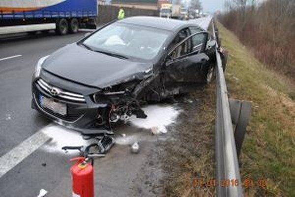 V Oškerde sa zrazili kamión a osobné vozidlo.