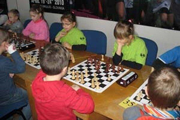 Čadčianske šachistky (v zelenom) v akcii.