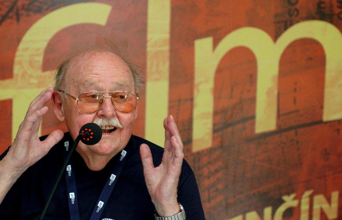 58697f59f4217 Vo veku 92 rokov zomrel legendárny český herec Lubomír Lipský ...