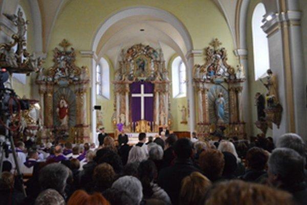 V kostole sv. Bartolomeja sa koná posledná rozlúčka s dekanom.