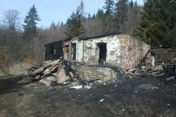 Na mieste škodu predbežne odhadli na 30-tisíc eur, výšku spresní majiteľ a ďalšie vyšetrovanie.