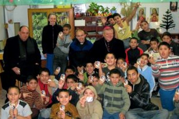 Biskup navštevuje počas obdobia sviatkov aj detské domovy.