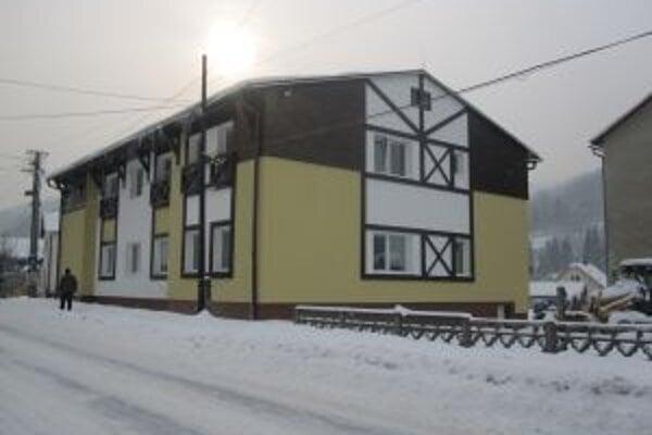 Bytový dom vznikol prestavbou starých školských dielní.