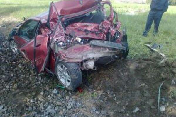 Nehoda sa stala na železničnom priecestí medzi Podvysokou a Staškovom.