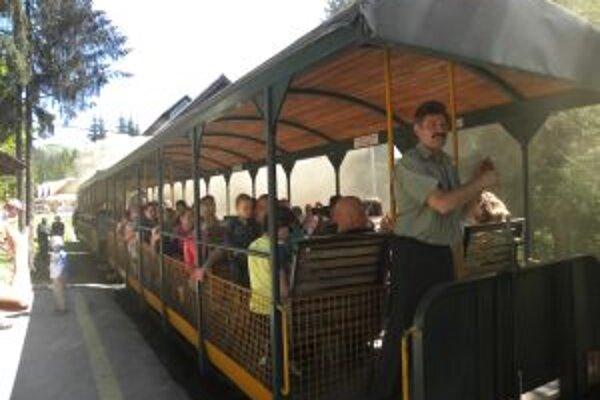 Návštevníci si môžu vychutnať aj jazdu historickou železničkou.