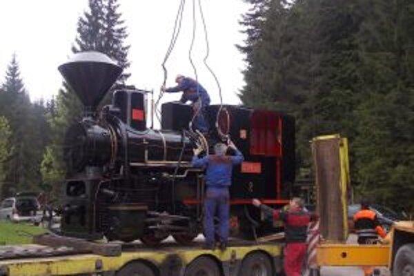 Parnú lokomotívu doviezli po generálnej oprave z Vrútok.