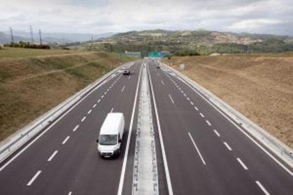 """Slovensko má zatiaľ pri stavbe diaľnic """"zelenú""""."""