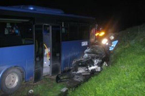 Tri ľudské životy si vyžiadala tragická dopravná nehoda, ktorá sa stala včera pred 23.00 hodinou na ceste I/11 v katastri obce Radoľa.