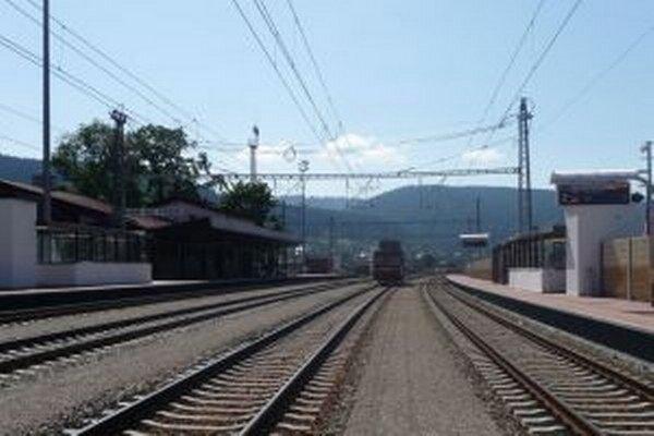 Modernizácia trate práce z Krásna nad Kysucou smerom k štátnej hranici s ČR by mala pokračovať v roku 2016.