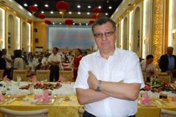 V Číne si vraj treba dávať pozor na váhu. Jedlá sú chuťovo veľmi lákavé. Čínska strava je údajne iná, ako ju poznáme z čínskych reštaurácií na Slovensku.