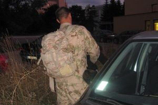 Vojaci sa rozlúčili s rodinami ešte v septembri. Domov by sa mali vrátiť v júni.