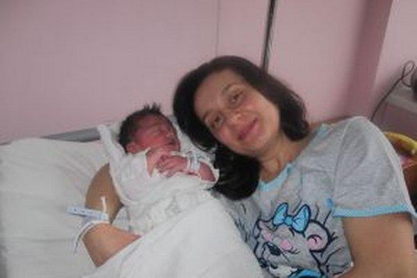 Šťastná mamička Mária s malým Sebastiánom.