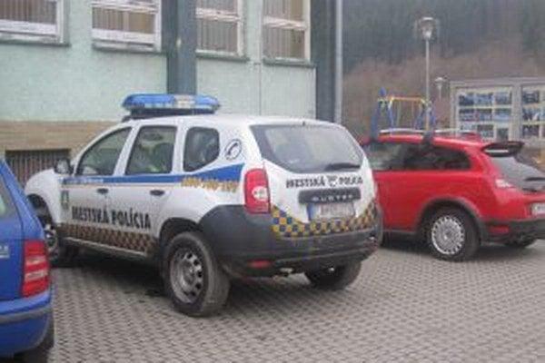 Členovia Mestskej polície v Krásne nad Kysucou sa starajú nielen o poriadok vo svojom meste, ale už viac dva roky aj v susednom Zborove nad Bystricou.
