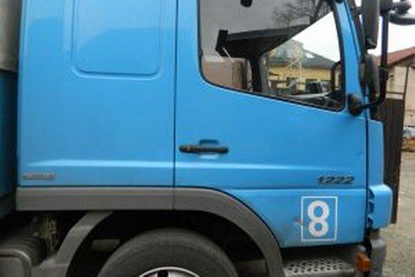 Vyše 900-eur si odniesol neznámy zlodej z nákladného auta, ktorého vodič vykladal tovar. Ukradol faktúry aj s peniazmi.