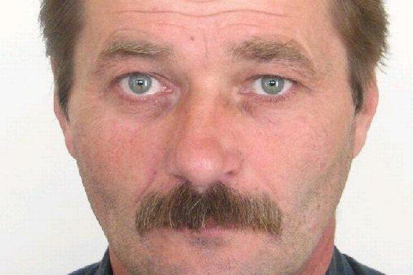 Muža, ktorý si neplnil vyživovaciu povinnosť vypátrali policajti.