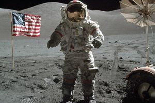 Posledný odtlačok človeka na Mesiaci je práve odtlačok Cernanovej nohy.