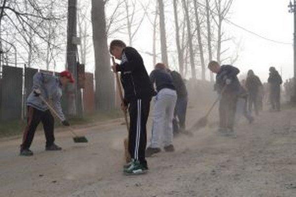 Hoci mestá robia veľké upratovanie pravidelne každú jar, vždy je čo robiť.