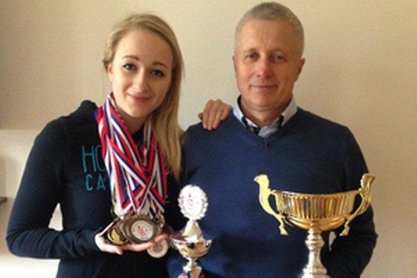 Vedúci družstva Emil Cisarik s dcérou Adriánou.