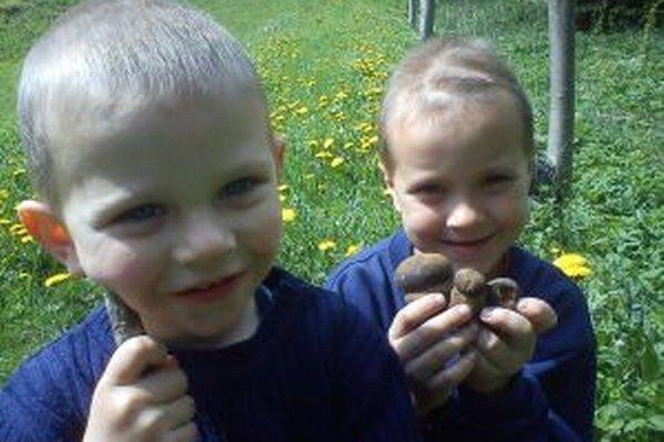 Z prvého úlovku sa malí hubári tešili.