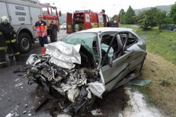 Včera sa v Kysuckom Lieskovci stala tragická dopravná nehoda, pri ktorej vyhasol ľudský život.