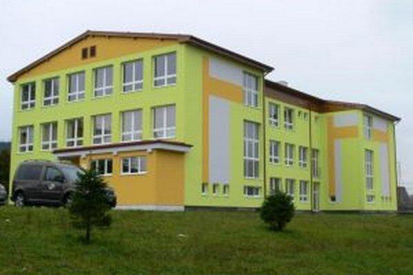 Práce na rekonštrukcii školy chcú ukončiť v priebehu septembra.