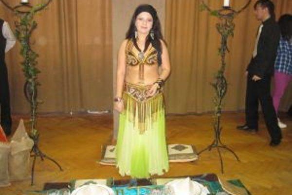 Andrea Tomeková. Učarovali jej brušné tance a barmanstvo.