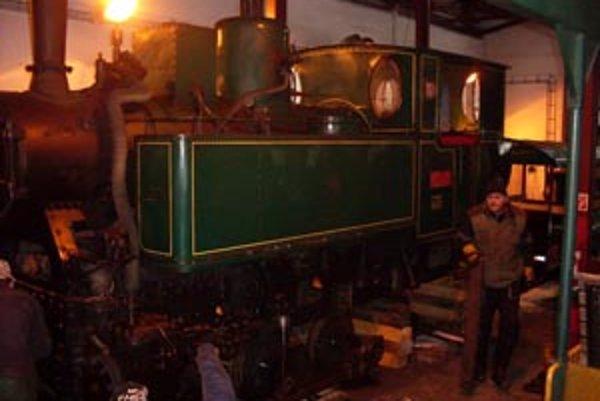 Historickej lokomotíve a jej údržbe venujú pracovníci múzea veľkú pozornosť.