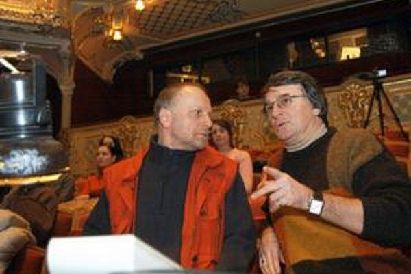 Ondrej Šoth (vľavo) a Vlastimil Harapes sa stretli ako spolupracovníci už na pôde košického Štátneho divadla. Harapes bol aj členom komisie, ktorá zvolila Śotha vo výberovom konaní za riaditeľa SND.