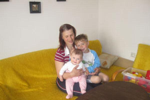 Terézia Poláčková so svojimi deťmi.