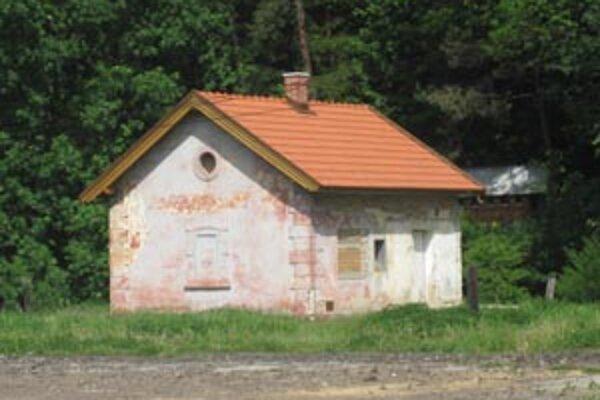 V tomto dome sa narodil známy herec Jozef Kroner. Obec sa ho snaží zrekonštruovať.