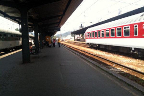 Na stanici v Čadci stoja vlaky, ktoré pre štrajk nemôžu odísť za hranice.