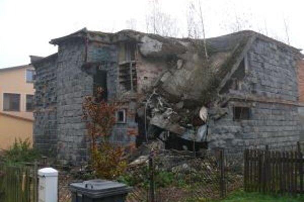 Ruina rodinného domu v Podvysokej. Špatí okolie už celé roky.