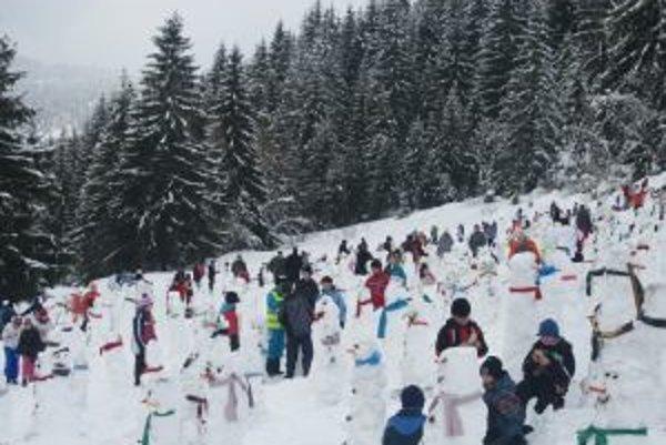 Kysučania opäť prekonali rekord v stavaní snehuliakov.