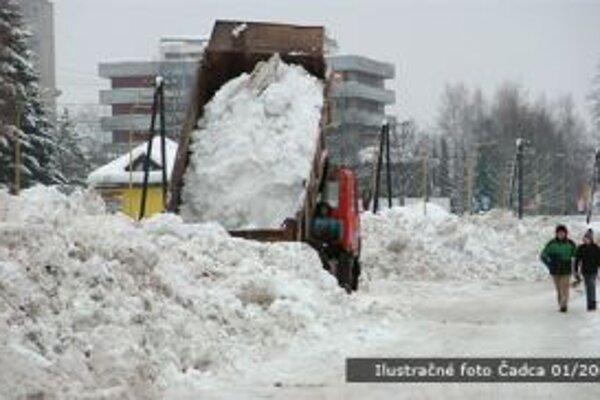 Zimná údržba bola doposiaľ náročná na pracovné sily i techniku.