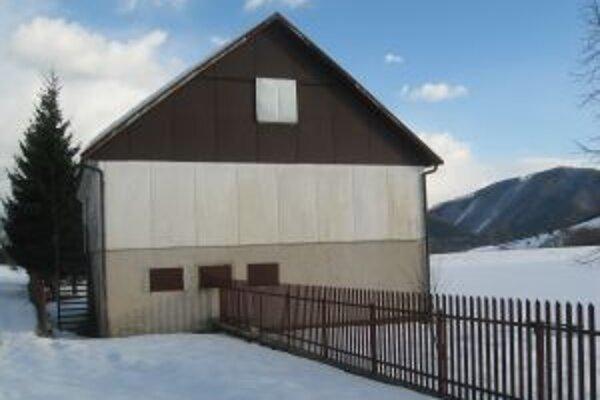 Zlodejov, ktorí sa vlámali do Rybárskeho domu,  polícia vypátrala.