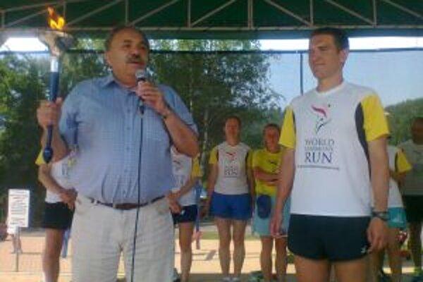 Bežci z celej Európy priniesli poslanie štafetového behu aj do Krásna nad Kysucou.