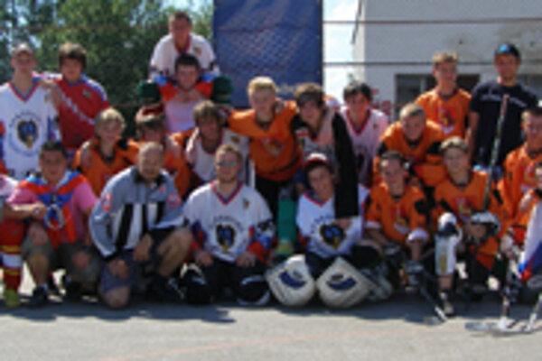 Najlepší juniori Kysuckej hokejbalovej ligy.