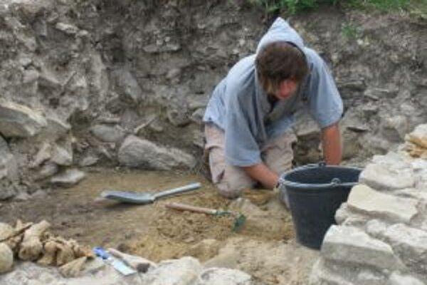 V Koscelisku sa podarilo odkryť už väčšiu časť kostola.