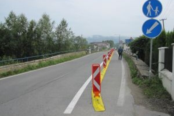 Zmenou dopravného značenia zachránili starý most a zvýšili bezpečnosť chodcov.